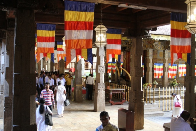 Sacred Tooth Relic Palace inside